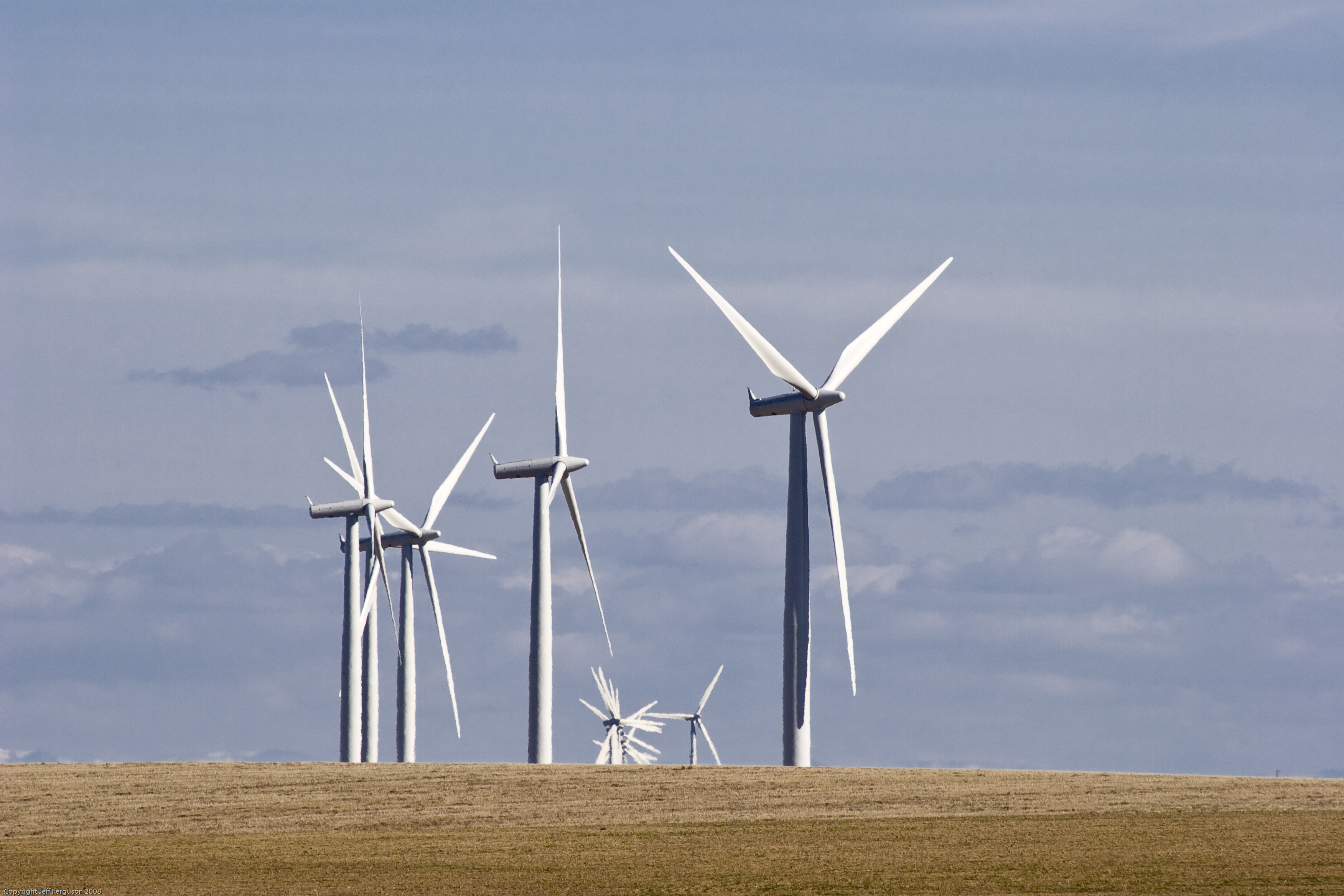 Romania to Scale Back Clean-Energy Aid to Curb Power-Price Gains